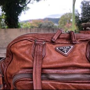 PRADA taske i brun læder. Mål - 32*20