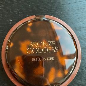 Estée Lauder bronzer. Bronze goddess powder bronzer i farven '02 medium'