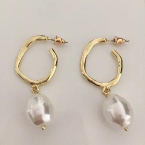 Splinter nye perle øreringe til 65kr