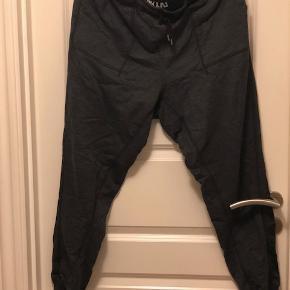 Ivy Park joggingbukser str. XL. Farve mørkegrå  Byd :-)