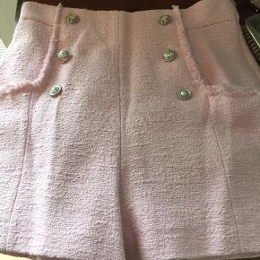 Rigtig fine feminine boucle shorts fra Zara