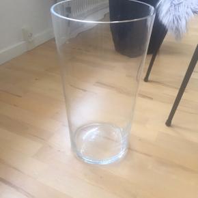 Stor flot glasvase  45 cm høj 25 cm i diameter