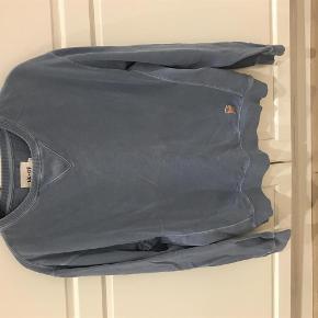 Varetype: Sweatshirt Farve: støvet blå  Super cool NN07 sweatshirt i lidt slidt look brugt 1 gang og den fremstår uden fejl og mangler  Str M  Bytter ikke