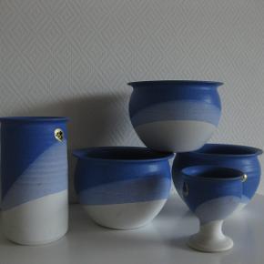 Frederikshavn stentøj  3 urtepotteskjuler, en vase, en lille opsats