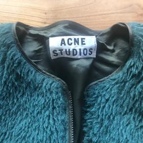 Trøje/jakke fra Acne Studios med silkeryg.