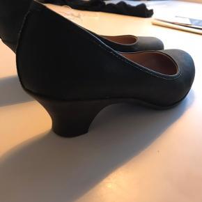 Andres Machado heels