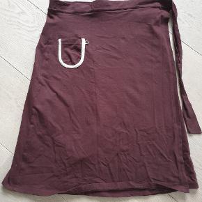 Skøn skøn slå om nederdel fra småfolk. I dejlig blødt stof . Køber betaler ts og porto 🌸🌸