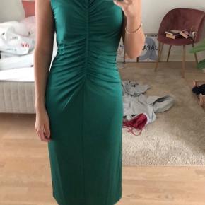 Sælger denne H&M kjole. Den er aldrig brugt