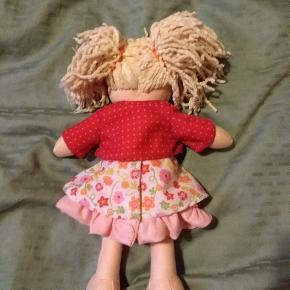 Sød Milla dukke fra Haba.