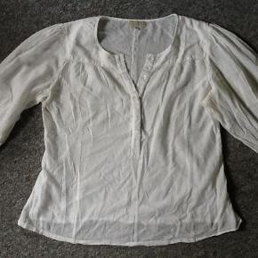 Varetype: Bluse Farve: Creme  Brystvidde 2x60cm, længde 68cm 100% bomuld