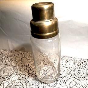 Vintage cocktail shaker i glas og sølv belagt metal. I fin stand