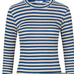 Super lækker klassisk stretch-kjole fra Nørgaard i blå og guld. Kan både rumme en small og en medium, men er str. small. Aldrig brugt.