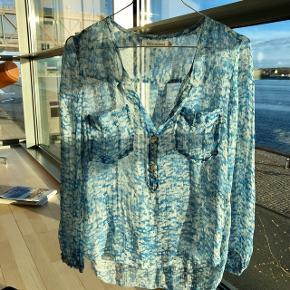 Supersmuk Isabel Marant skjorte i blåt mønster Fransk str 36  Tag medfølger