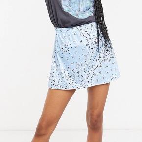 Sælger denne fine nederdel fra mærket rokoko på asos. Den er desværre for lille til mig og fik den ikke sendt tilbage i tide😥
