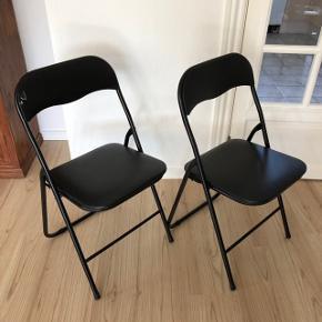 To klapstole fra jysk sælges samlet for 40kr  Den ene har et defekt sted ved ryglænet (se billede), ellers er de i rigtig fin stand  40kr for dem begge