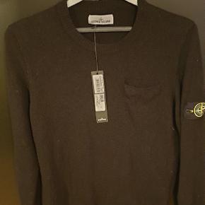 Lækker Stone Island trøje, aldrig brugt stadig med tags nypris 213 euro (1600kr)