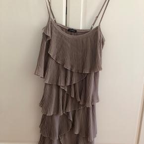 Mötivi kjole