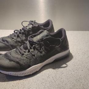 Fine Nike løbe sko blevet brugt meget få gange