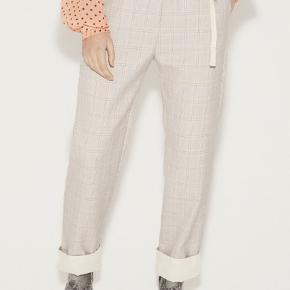 Bukser fra Munthe - aldrig brugt. Modellen hedder ANNE, og nypris er 1400 kr.