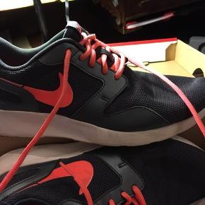 Nike Tanjun women sneakers str. 10 (42). God men brugt. 200kr Kan hentes Kbh V eller sendes for 38kr DAO