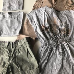 Dejlige matchende Norlie-ting i str. 140:  Bukser i lys brun eller måske okkerfarvede med udvendige lommer.  Shorts i støvet grøn med skrålommer  Lang bluse/kort kjole i grå med elastik i taljen og abstrakt print foran.  Grå bluser - 2 stk. - med fint hulmønster.  Prisidé dkk 150,00 - kom gerne med et seriøst bud :-)  Forsendelse med DAO dkk 36,95