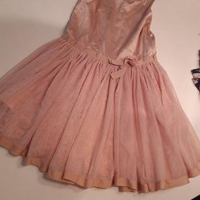 Pompdelux kjole str 7/8 år Gmb mærket klippet af Pris 45 kr pp MobilePay
