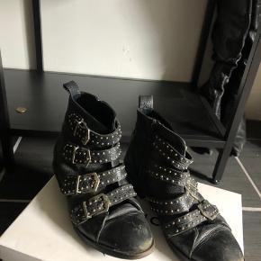 Super find støvler fra Sofie schnor, som kan ses på billederne så er støvlerne brugt meget. Derfor sælges de til en fair pris, BYD gerne