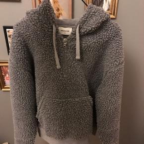 Sælger min Wood Wood bamse hoodie den er i str L men svare mere til en small da den er meget lille i str  Np 1000kr  Mp 400-500kr