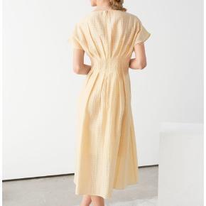 Sælger mine smukke & other stories gule kjole. Brugt én gang til en konf-frokost, og fremstår som ny. Den er en str 34.   Nyprisen var 650kr Byd            Tags: