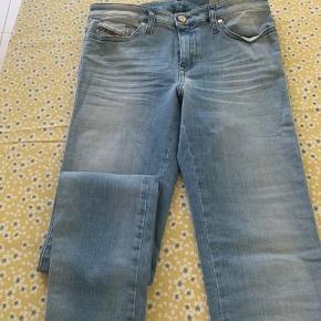 Fede Diesel slim fit jeans. Aldrig brugt.