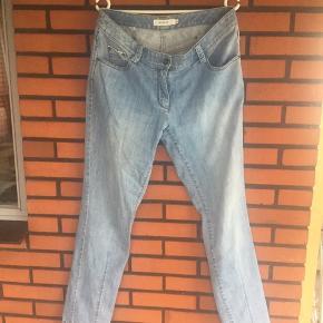 Lyse jeans str 40  Taljevidden er 48 x 2 cm