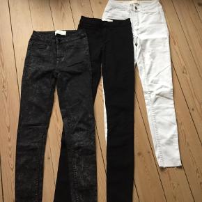 Varetype: Bukser Størrelse: XS/S Farve: Sort  Sælger 3 stk bukser fra mærket Pieces, ikke  brugt meget. Sælges evt enkelt vis eller samlet