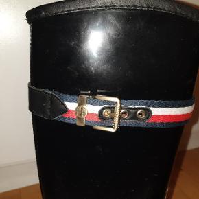 Helt par nye tommy hilfiger gummistøvler sælges billigt det er en str 36 men svare til en str 37
