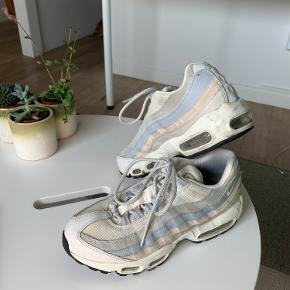Nike air max 95 😍 Str 39.  Sælges ved rette bud. Kom med et bud!   - Køber betaler fragt, hvis de skal sendes 💋
