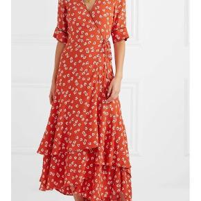 Ganni kjole.  - Big Apple red dress - rød, blomstret, blomsterprint - brugt få gange  Passes af str S og XS (str 34 og 36)  (Sommerkjole, festkjole, selskabskjole, 2020 fashion, smuk, sød, sommer)  Byd gerne😊