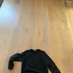 Prada sweater  Cond 7/10 Lidt forvasket 🤖 Necktag er ved at falde af... 🛠🛠