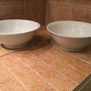 Porcelæn, Salatskålen nr.9, 2L, PILLIVUYT  Der er to stuks til salg. De er 28cm i diameter og 10cm høje. Ubrugte. Pris på nettet 299kr./stk. Sælges for 250kr/stk.