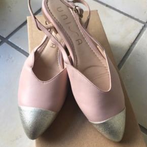 Super fine rosa sandaler med sølv snude.  Aldrig brugt.