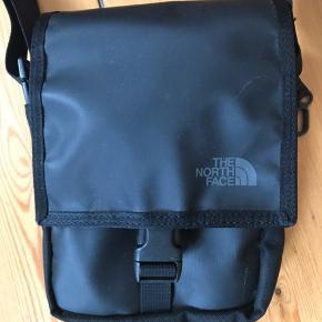 Fin taske. Ikke brugt ret meget. Har et par små ridser, derfor har jeg sat den til god men brugt.   #30dayssellout
