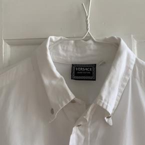 Vintage Versace skjorte. Købt i Studio Travel