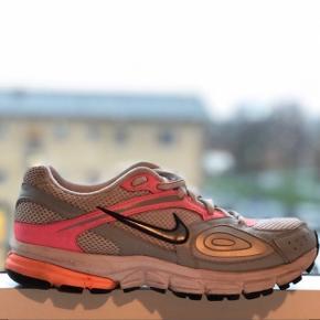 Women løbesko, størrelse 37, brugt meget lidt, vedligeholdt