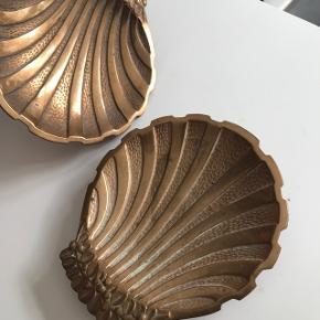 Smukkeste malmskåle udformet som muslinger  250 kr. pr. stk.