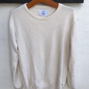 Fed sweater / skriv bluse. Vasket 1 gang.  Den er råhvid.