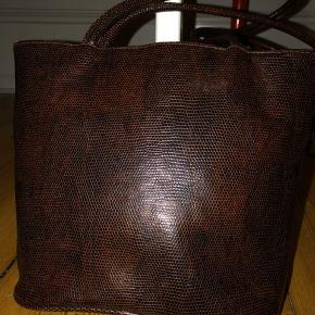Gorgeous vintage hand bag  Accepting BYDS