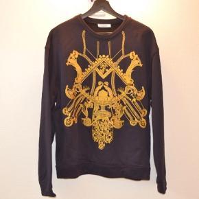 Versace Sweatshirt  Sort/Guld Versace Man FELPA Size S Regular fit Brugt meget få gange - meget god condition!  CLG-code: 754 439 479 275  Skriv til mig inden du køber!