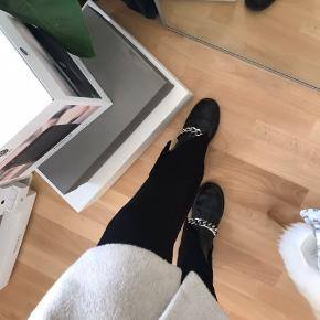 Super fede bukser med front Cut  Brugt få gange