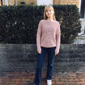 Rosa sweater fra asos, uden tegn på slid men brugt. Røgfrit hjem. #30dayssellout