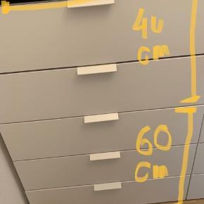 IKEA PLATSA skabe - dybde 55 cm.  Købt lige omkring august 2019.  I rigtig pæn stand.   Skal afhentes på Østerbro mellem 24-28 februar  Består af fire sammensatte skabe, der godt kan sættes sammen på anden vis.   Håndtagene kan nemt tages af - er ikke skruet fast