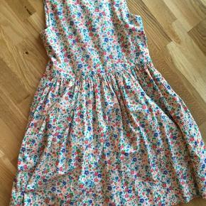 Vintage kjole købt herinde - er desværre ikke lige mig alligevel. Rigtig lækker kvalitet og med lommer foran.