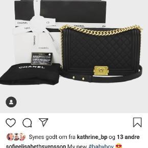 Super smuk boybag New medium med guld hardware sælges.  Brugt yderst sparsomt! Alt medfølger